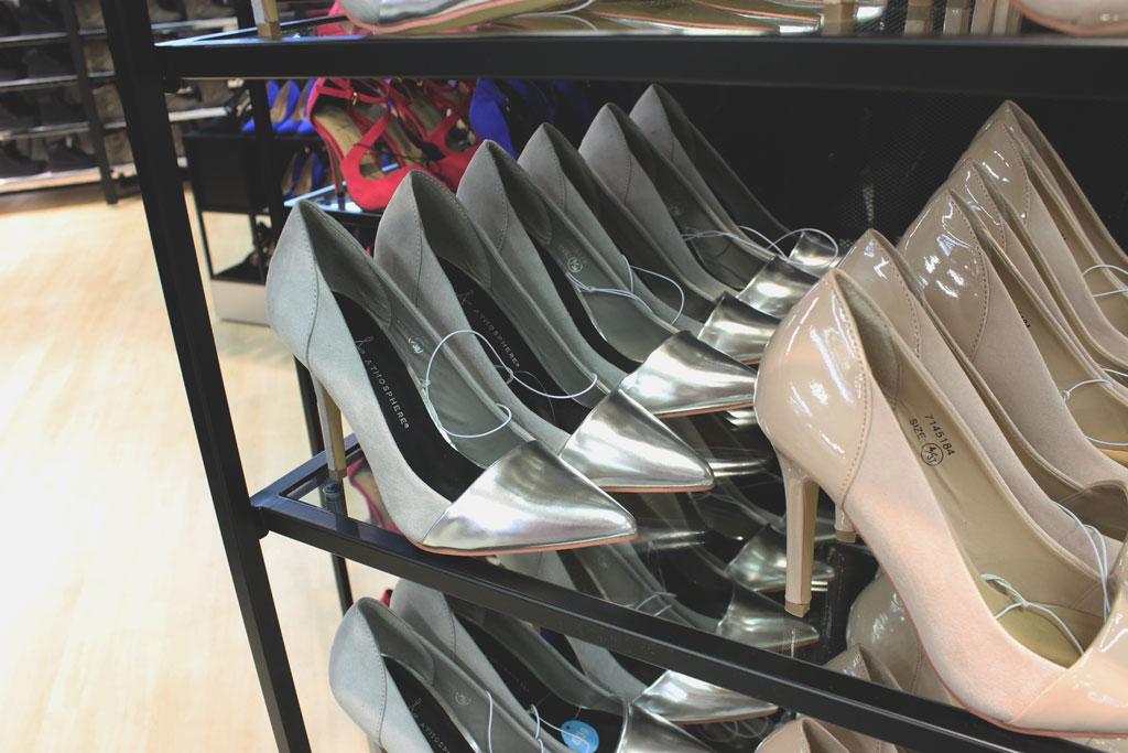 primark schoenen, primark hakken, primark pumps, primark heels, zilveren schoenen, schoenen met punt, opening primark, opening primark venlo, venlo primark, primark