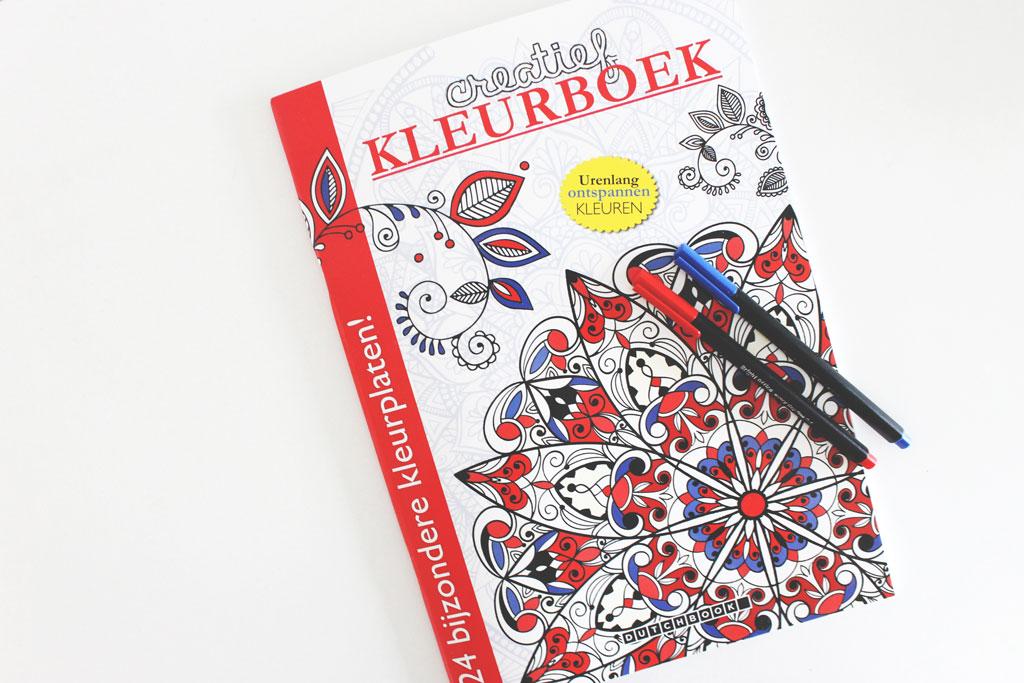 Win een kleurboek voor volwassenen without elephantswithout elephants - Kleuridee voor een gang ...