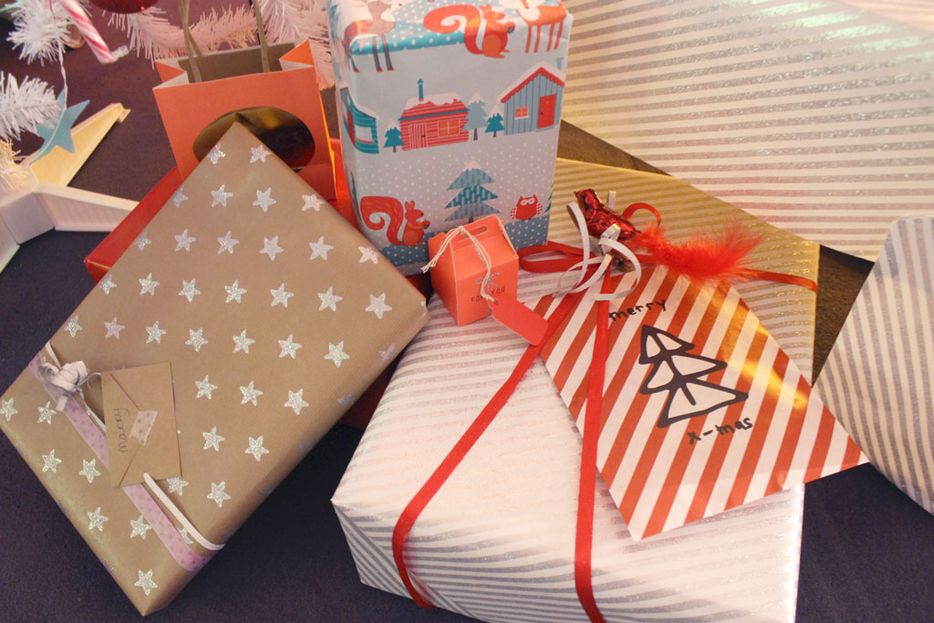 hema persevent, hema kerst, hema kerstevent, hema winter 2014, cadeautjes, inpakpapier, hema, kerst, mooi ingepakt, event, blogger, pers, glitter sterretjes, kaartjes, craftpapier