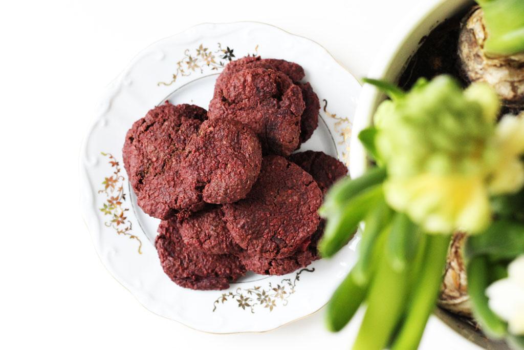 healthy red velvet cookies, gezonde red velvet koekjes, gezonde red velvet, gezonde valentijns koekjes, valentijns koekjes, rode koekjes, valentijns recept, valentijnskoekjes, valentijnskoekjes recept, red velvet cookies, red velvet cookies recipe, healthy red velvet cookie recipe, gezonde valentijnskoekjes, suikervrije valentijnskoekjes, suikervrije red velvet koekjes, suikervrije koekjes