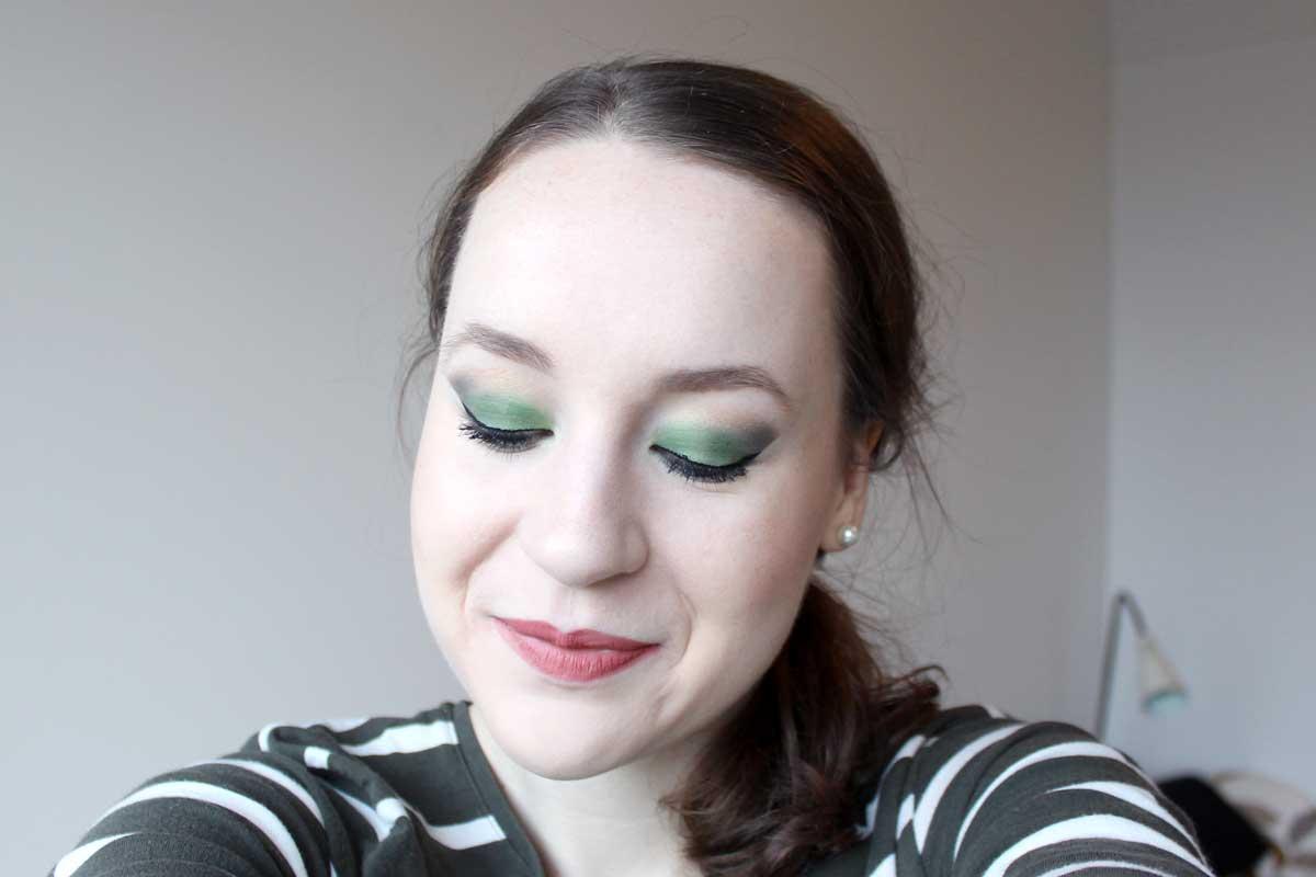 makeup kerst 2015, kerstlook 2015, makeup idee kerst, feestdagen, groene oogmakeup, groene oogschaduw, inglot, #57, #58