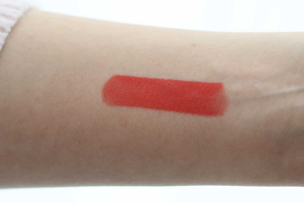 mac tropic tonic swatch on fair skin, op een lichte huid, mac tropic tonic matte lipstick