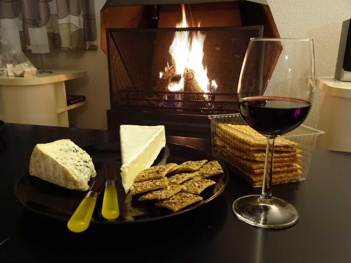 wijn, kaasjes en open haard
