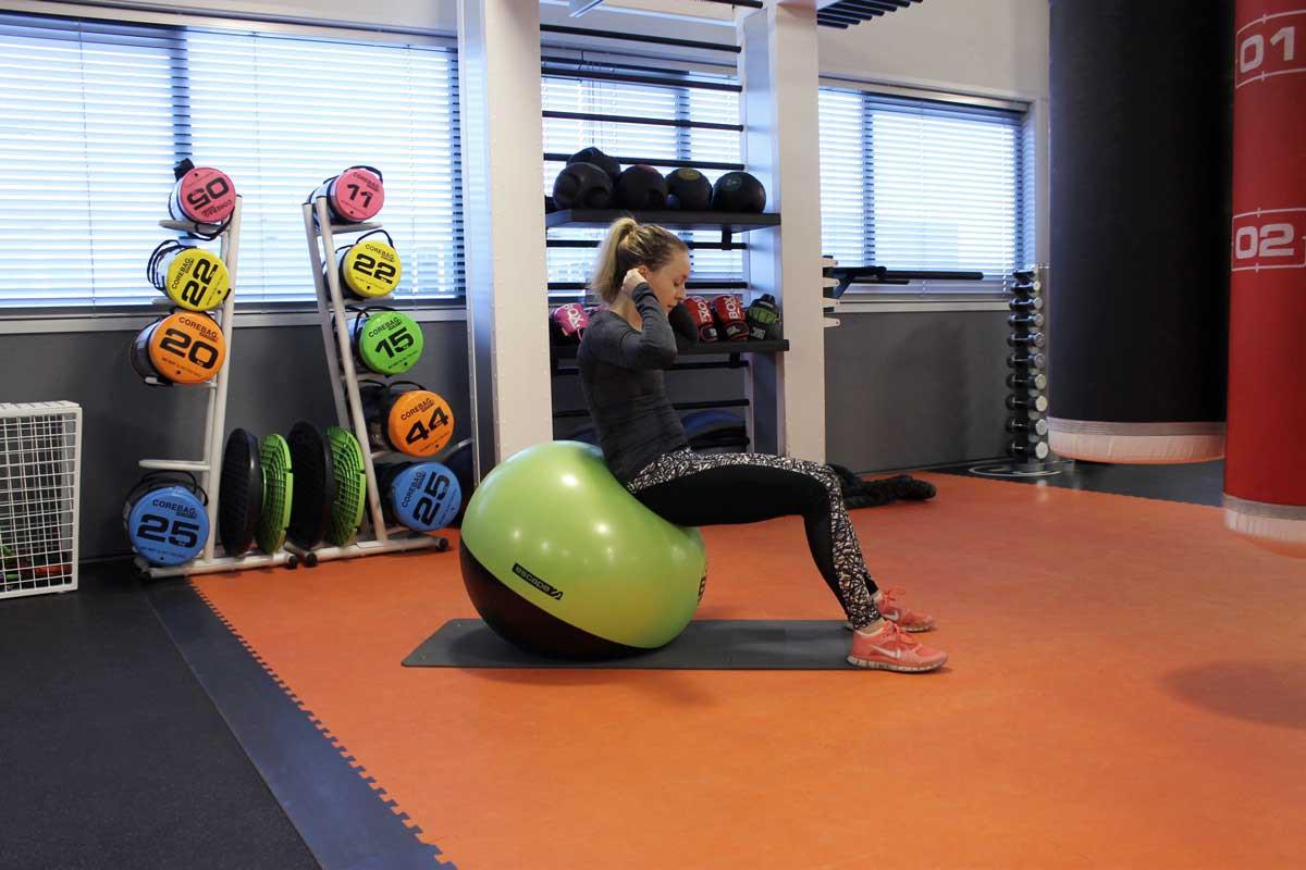 deadlift, fit for free, coretraining voor hardlopers, sneller worden met hardlopen, swiss ball crunch