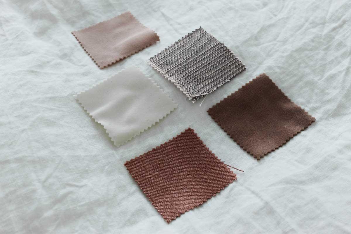 veneta gordijn samples op wit linnen dekbed